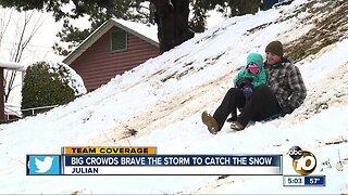 San Diegans flock to Julian amid snow