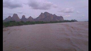 River nile, toty island, toty bridge