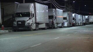 Truck drivers report waiting more than 15 hours at post office