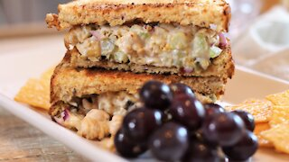 How to make a delicious chickpea salad sandwich