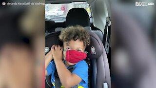Il faut compter 3 jours pour que cet enfant mette son masque