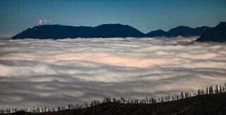 Tidsförlopp av vackra moln ovanför Colorado Springs