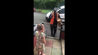 Heart-warming moment little girl greets deaf delivery driver in sign language