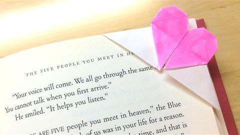 DIY heart-shaped origami bookmark