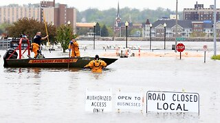 Iowa Floods After Temporary Levees Fail