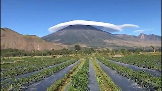 Mind-Blowing Cloud Formation Seen Over Mountaintop