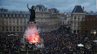 MASSIVE Protests In Paris Shutdown Country Over Vaccine Passports