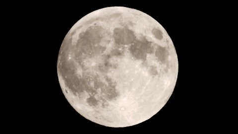 Ultra up-close footage of Super Full Moon Rise