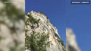 Paraquedista faz salto incrível em Riva, na Itália