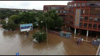 SOUTH AFRICA - Pretoria - Flooding in Centurion (Video) (QFv)