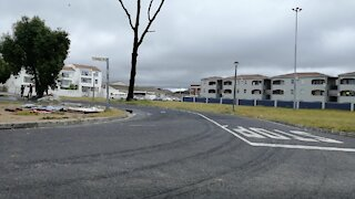 SOUTH AFRICA - Cape Town - Pollution around Lansdowne Station (Video) (uEs)