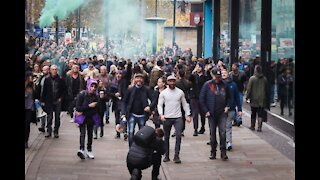 'Take off your masks' – Anti-lockdown protests in Manchester chant 'freedom'