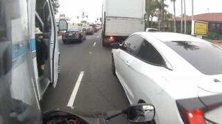Ambulância causa acidente com mota nos EUA