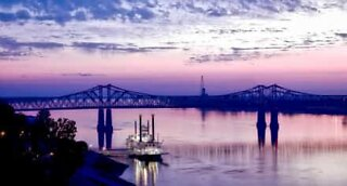 Boat hits bridge on Mississippi River