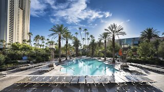 Las Vegas resorts relaxing rules for masks at pools