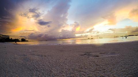 Time lapse: Beach sunset captures stunning lightning storm