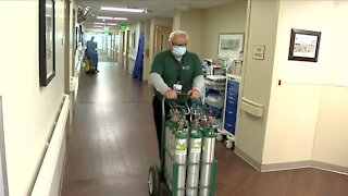 Denver7 Everyday Hero refills oxygen tanks with a smile for patients, staff