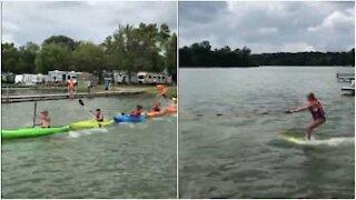 Un nuovo modo di praticare sci acquatico: in kayak!