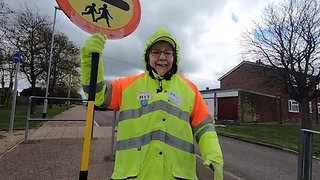 Devoted Lollipop Lady Helps Over 1 Million Children Cross The Road After 40 Year Career