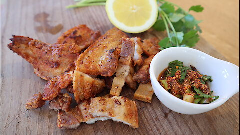 How to make deep fried pork belly with Thai spicy dip
