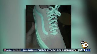 Shoe color perception tells you if you're left/right brained?