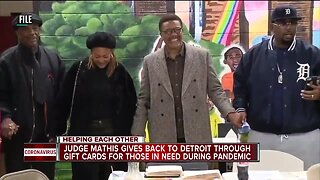 Judge Mathis gives away gift cards