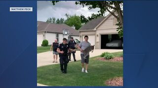 Police help capture wallaby in Franklin neighborhood