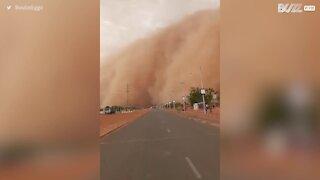 Impressionante tempestade de areia cobre cidade do Níger