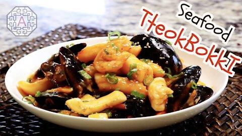 Korean Seafood Rice-cake Dish (해산물 떡볶이, HaeSanMul TteokBokkI) | Aeri's Kitchen