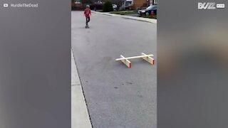 Un'acrobazia con lo skateboard finisce male...