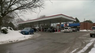 Gas prices rise nearly 12 cents/gallon in Milwaukee as cold weather affects refineries, survey finds