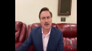 """Mike Lindell Handed President Trump """"100% Proof"""" Yesterday Before White House Staff Interfered"""