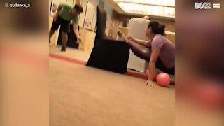 Dançarina mostra elasticidade e equilíbrio impressionante - 1