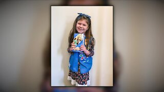 Girl Scout gets creative to sell cookies