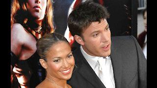 Jennifer Lopez and former fiance Ben Affleck 'hanging out'