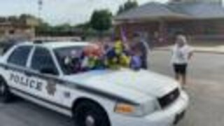 Community shows support for two wounded Tulsa police officers