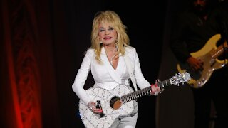 Dolly Parton Gets Vaccinated