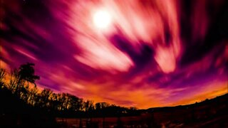 Super vibrant 4K space time lapse from mountain cabin