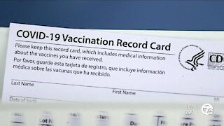 Bar both praised and criticized over vaccination stance