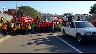 Shack dwellers march on Durban city hall (Skx)