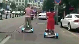 Un tapis roulant per passeggiare in strada? Perché no!