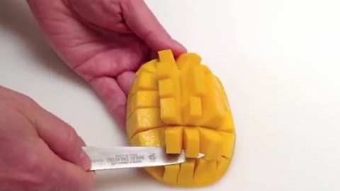 How to easily cut and peel a mango