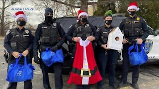 Glendale Police Department delivers gifts to Parkway Elementary School students