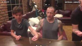 Um dos últimos momentos de Chester Bennington com a família