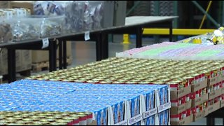 Vegas food bank, utility companies assist federal workers during gov't shutdown