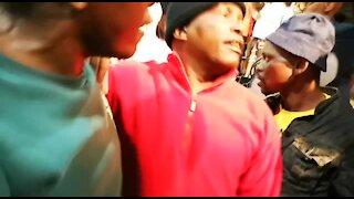 SOUTH AFRICA - Johannesburg - Alexandra residents waiting for mayor (videos) (dAq)