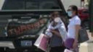 Plaza shoppers split on wearing face masks