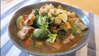 Northern Thai spicy soup with pork (Kaeng Oom Moo)
