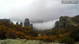 Time-lapse mostra misterioso nevoeiro na Grécia