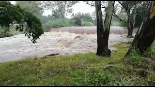 Rain causes flash flooding in Johannesburg (fuV)